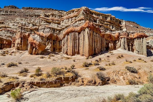 Prachtig uitzicht op red rock canyon state park in cantil, californië, verenigde staten