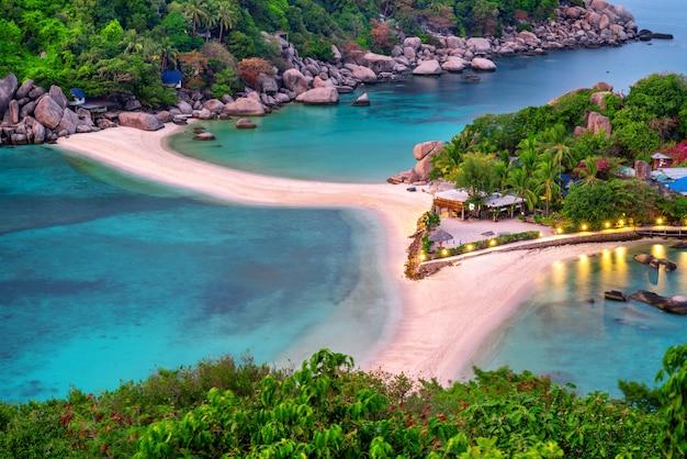 Prachtig uitzichtpunt op koh nangyuan eiland, surat thani in thailand