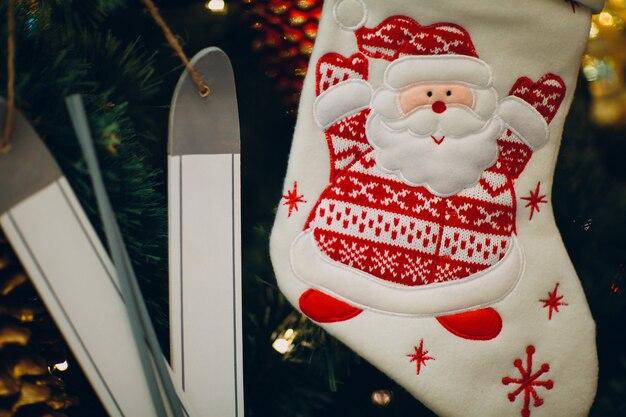 Prachtig versierde kerstman kerstboom