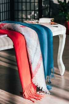 Prachtig weergegeven kleurrijke textiel sjaals