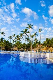 Prachtig zwembad in het caribisch gebied