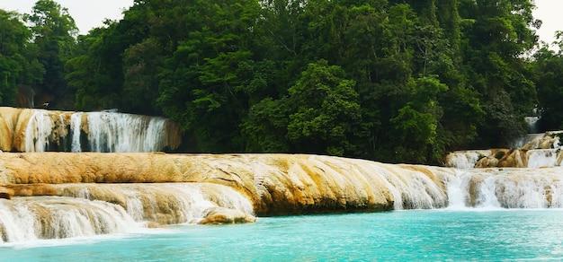 Prachtige agua azul waterval in chiapas, mexico.