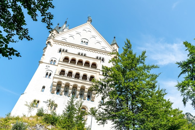 Prachtige architectuur in kasteel neuschwanstein in de beierse alpen van duitsland.