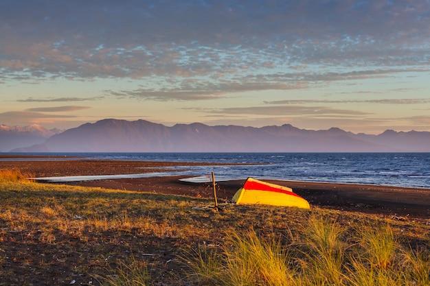Prachtige bergen landschap langs onverharde weg carretera austral in het zuiden van patagonië, chili