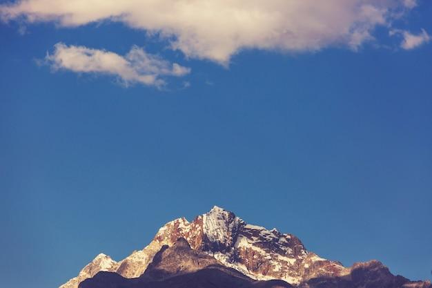 Prachtige bergenlandschappen in cordillera huayhuash, peru, zuid-amerika