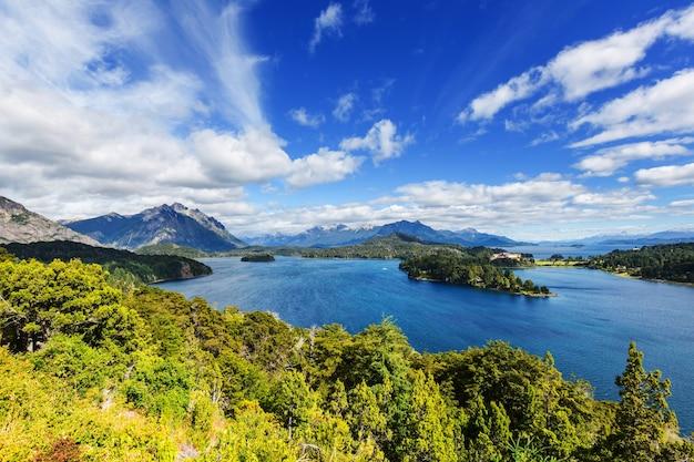 Prachtige berglandschappen in patagonië. bergenmeer in argentinië, zuid-amerika.