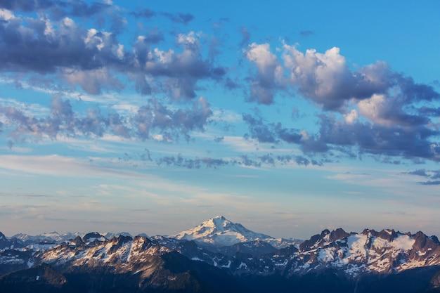 Prachtige bergtop in north cascade range, washington / usa