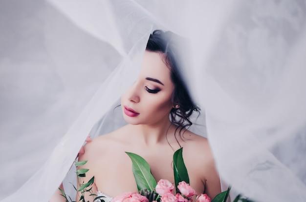 Prachtige bruid met sluier