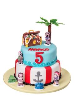 Prachtige decoratieve taart met piraat en schatkist met verhalen.