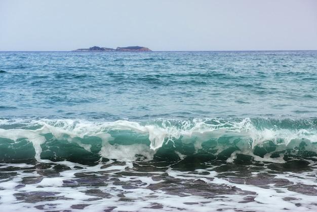 Prachtige golven op de zee
