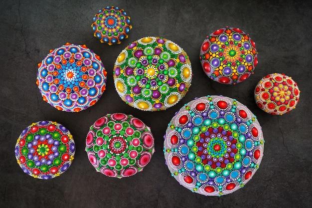Prachtige handbeschilderde mandala's
