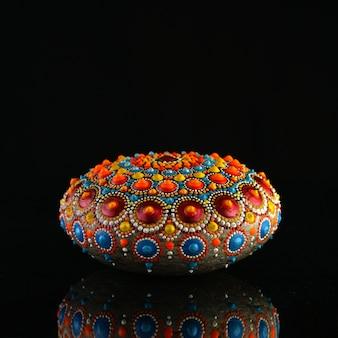 Prachtige handgeschilderde mandala rock