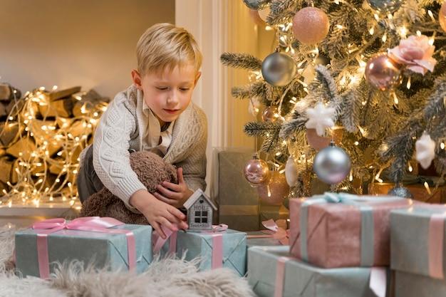 Prachtige kerstboom versieren concept