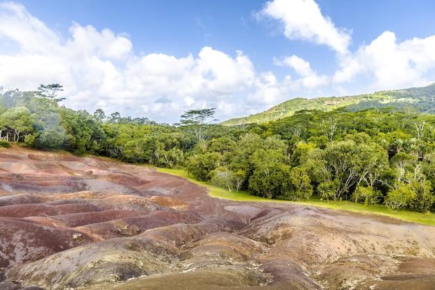 Prachtige landschap van zeven gekleurde aarde, chamarel, mauritius