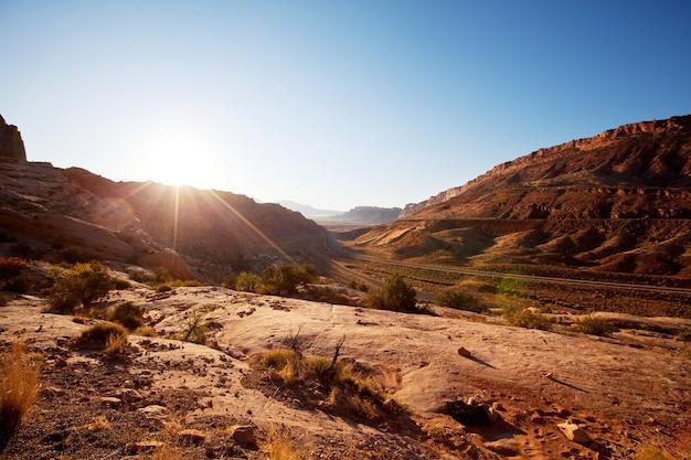 Prachtige landschappen van de amerikaanse woestijn