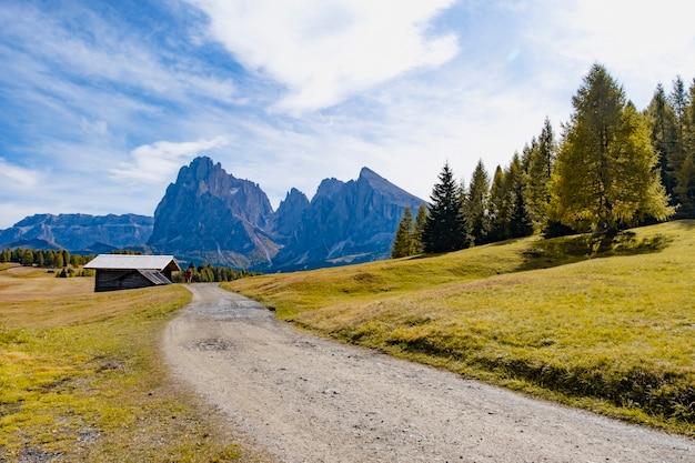 Prachtige landschapsmening van dolomiet unesco werelderfgoed in alpe di cisles, ortisei italië.