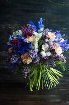 Prachtige lentebloemen in een boeket