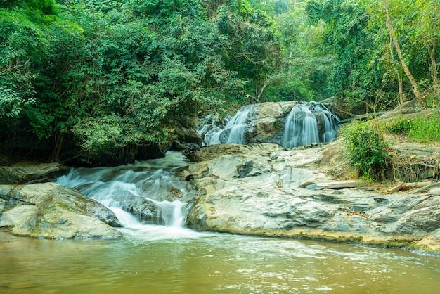 Prachtige mae sa waterval in chiang mai, thailand