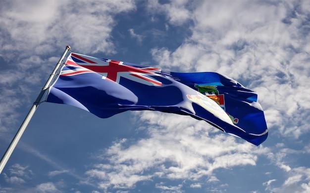 Prachtige nationale vlag van caymaneilanden wapperen op hemelachtergrond.