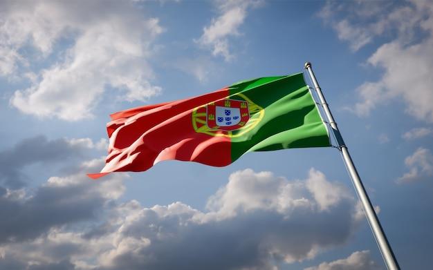 Prachtige nationale vlag van portugal wapperen