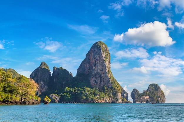 Prachtige natuur bij railay beach in krabi in thailand