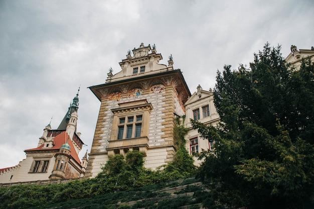 Prachtige natuur in park pruhonice in pruhonice, tsjechië