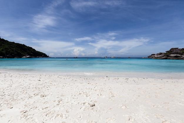 Prachtige natuur van de eilanden in de andamanse zee op similan-eilanden, mu ko similan national park, phang-nga, thailand