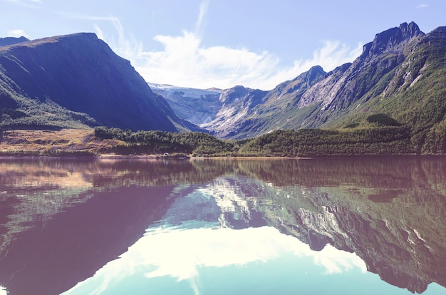 Prachtige natuurlijke bergen landschappen van norwey