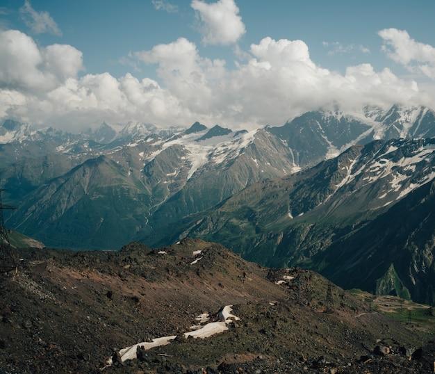 Prachtige natuurlijke landschap van bergen, bergen van de kaukasus, rusland, elbrus