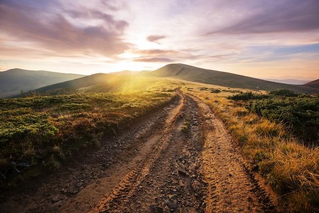 Prachtige natuurlijke landschappen in de karpaten