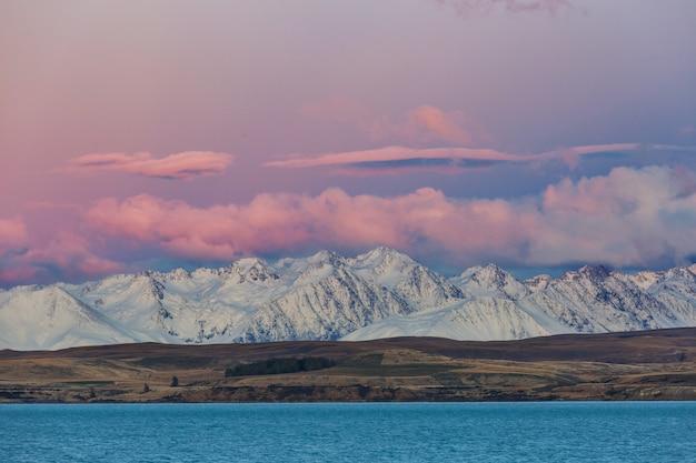 Prachtige natuurlijke landschappen in mount cook national park, south island, nieuw-zeeland