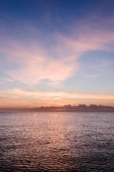 Prachtige ontwakende zee