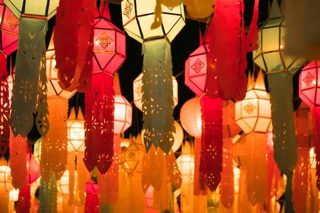 Prachtige thaise lamp van festival