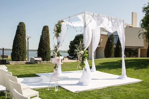 Prachtige uitgaande bruiloftsopstelling