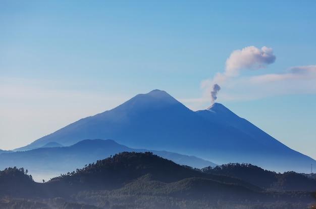 Prachtige vulkaanlandschappen in guatemala, midden-amerika