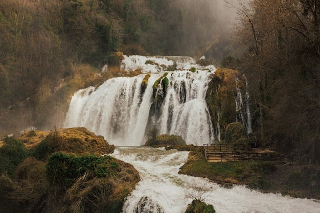 Prachtige waterval cascada delle marmore in terni, italië.