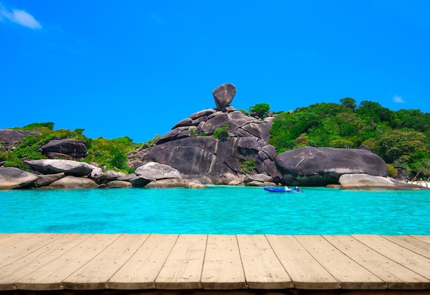 Prachtige zee en blauwe hemel op similan-eiland, andamanzee, thailand