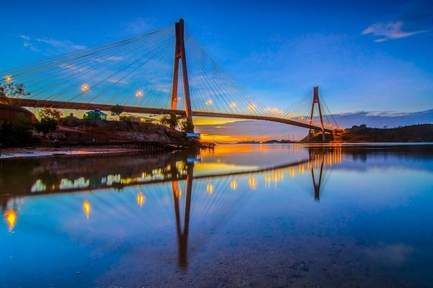 Prachtige zonsopgang bij barelang bridge batam island