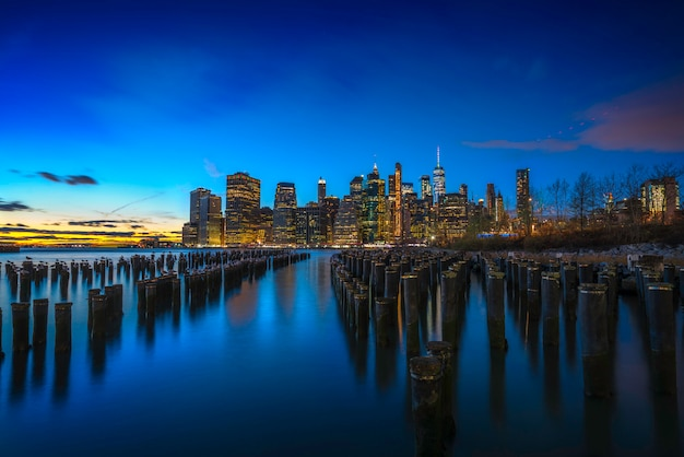 Prachtige zonsopgang boven de skyline van manhattan new york city
