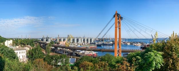 Praktische haven in de zeehaven van odessa, oekraïne