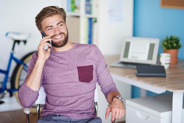 Praten met de klant aan de telefoon