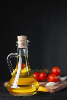 Premium fles olijfolie met cherrytomaatjes