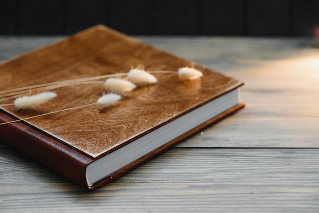Premium fotoboek, groot formaat, omslag in naturel hout