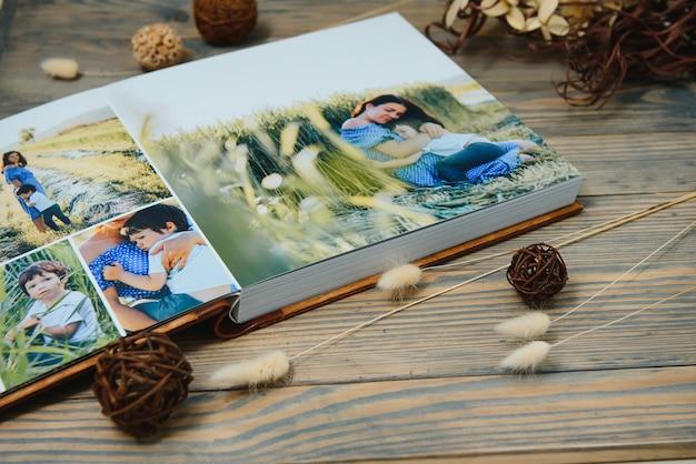 Premium fotoboek, groot formaat, omslag in natuurlijk hout, kwaliteitsbinding. familiefotoboek, recreatieherinneringen