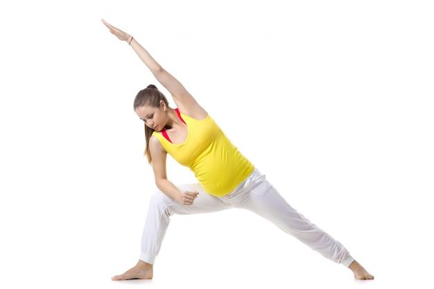 Prenatale yoga, extended side angle pose