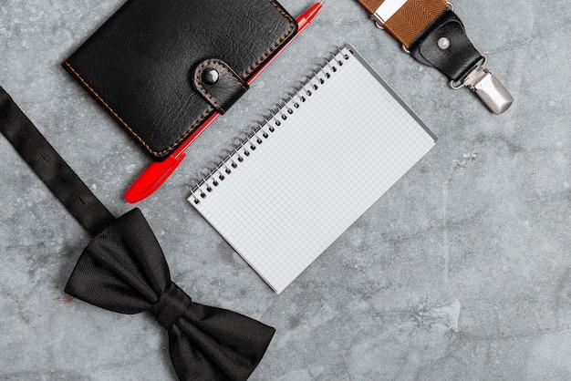 Presenteren van dagelijkse benodigdheden, inhoud van de zak weergeven, belangrijke notities schrijven, bijlagen voor kledingaccessoires, leren portemonnee-ontwerpen, extra's voor het dragen van de hand,
