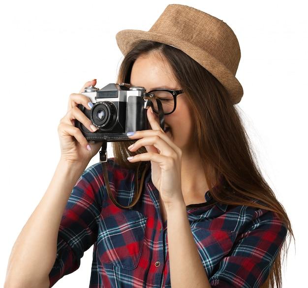 Pret gelukkig jong meisje die die een foto nemen op wit wordt geïsoleerd