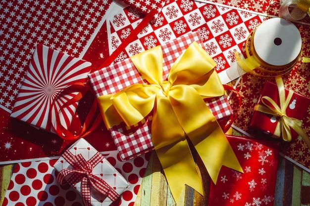 Prettige kerstdagen en gelukkig nieuwjaar diy geschenkdozen bovenaanzicht