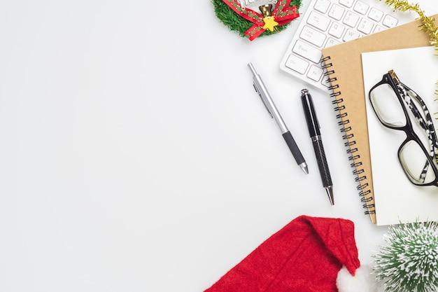 Prettige kerstdagen en gelukkig nieuwjaar kantoor desktop
