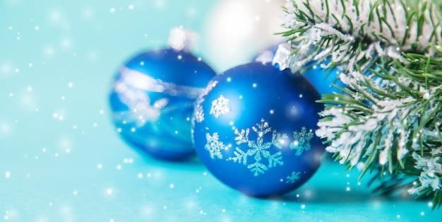 Prettige kerstdagen en gelukkig nieuwjaar, vakantie wenskaart achtergrond. selectieve focus.vakanties